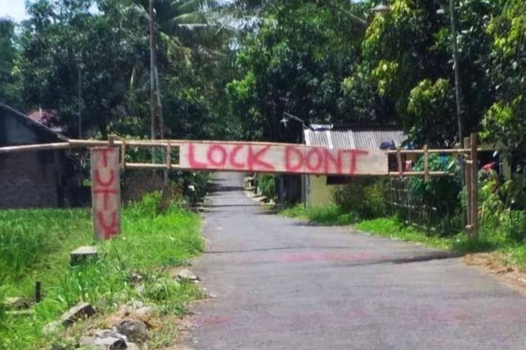 Penutupan jalan masuk ke sejumlah desa dan pemasangan poster larangan masuk bagi warga desa lain di Kabupaten Magetan dilakukan warga untuk memutus mata rantai virus corona.