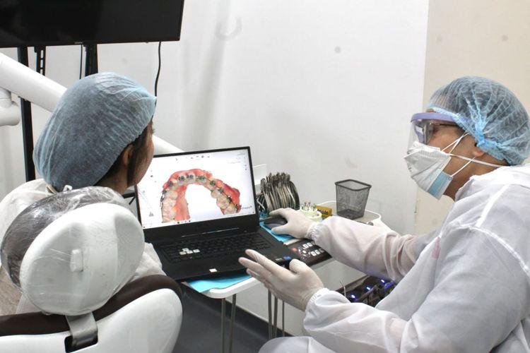 Perata gigi atau aligner Smiley dilengkapi dengan teknologi kecerdasan buatan.