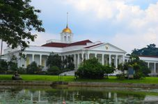 Indonesia Highlights: Indonesian Presidential Security Detail Beefs Up Security at the Bogor Presidential Palace | Jakarta Police Bomb Squad Defuses Church Bomb Scare | Jakarta Police Arrest Gun Totin