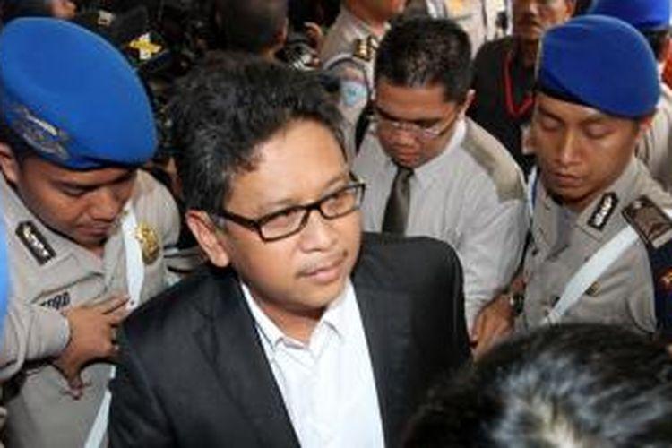 Pelaksana tugas (Plt) Sekjen PDI Perjuangan Hasto Kristiyanto mendatangi Bareskrim Mabes Polri untuk diperiksa sebagai saksi kasus 'rumah kaca' yang melibatkan Ketua KPK Abraham Samad, Jakarta, Selasa (3/2/2015). Rumah kaca adalah kasus yang melibatkan Samad yang diduga menemui petinggi PDI Perjuangan terkait wacana pencalonan dirinya menjadi wakil Joko Widodo dalam Pilpres 2014.