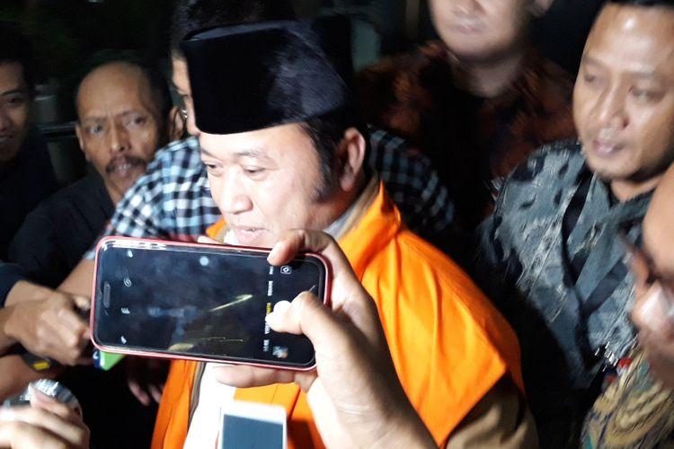 Bupati Lampung Selatan Zainudin Hasan ditahan seusai diperiksa di Gedung KPK Jakarta, Sabtu (28/7/2018).