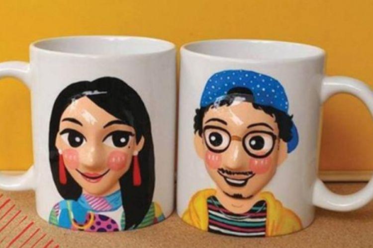 Menghias mug berdasarkan karakter diri.