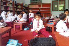 Gedung SD Ambruk, Siswa Belajar di Mushala dan Perpustakaan