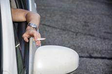 Merokok Sambil Mengemudi atau Mengendarai Motor Bahayanya Sama