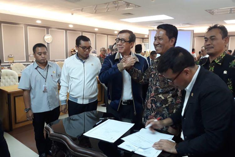 Pengambilan Keputusan Tingkat I Baleg DPR dengan Menkum HAM Yasonna Laoly tentang prolegnas prioritas 2020 di Kompleks Parlemen, Senayan, Jakarta (15/1/2020).