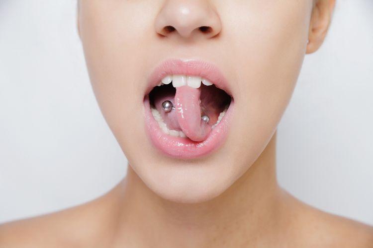 ilustrasi tindik lidah