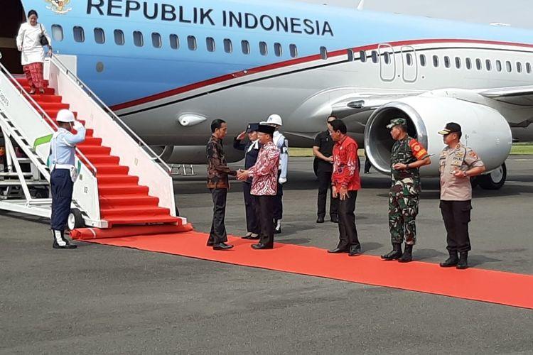 Presiden Joko Widodo tiba di Bandara Farmawati, Bengkulu