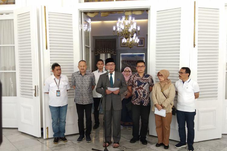 Gubernur Jawa Barat Ridwan saat menggelar konferensi pers soal perkembangan wabah Covid-19 di Jawa Barat, di Gedung Pakuan, Jalan Otista, Kota Bandung, Minggu (15/3/2020).