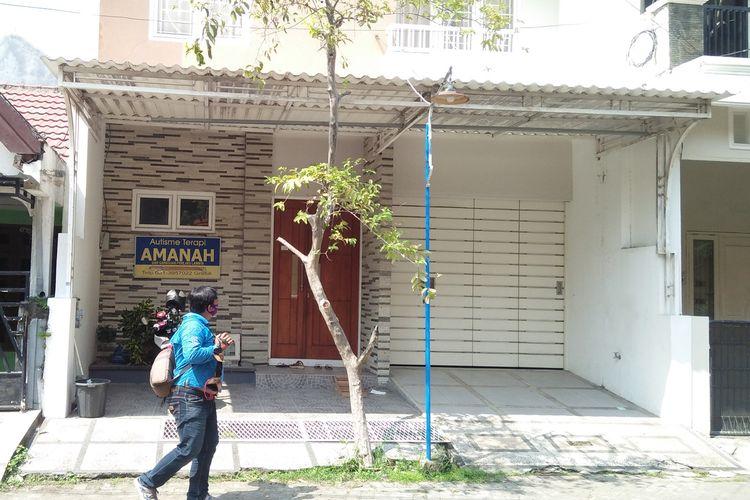 Tempat terapi autis Amanah yang berada di Perumahan Gresik Kota Baru (GKB) RT 05/RW 03 Jalan Karimun Desa Yosowilangun, Kecamatan Manyar, Gresik.