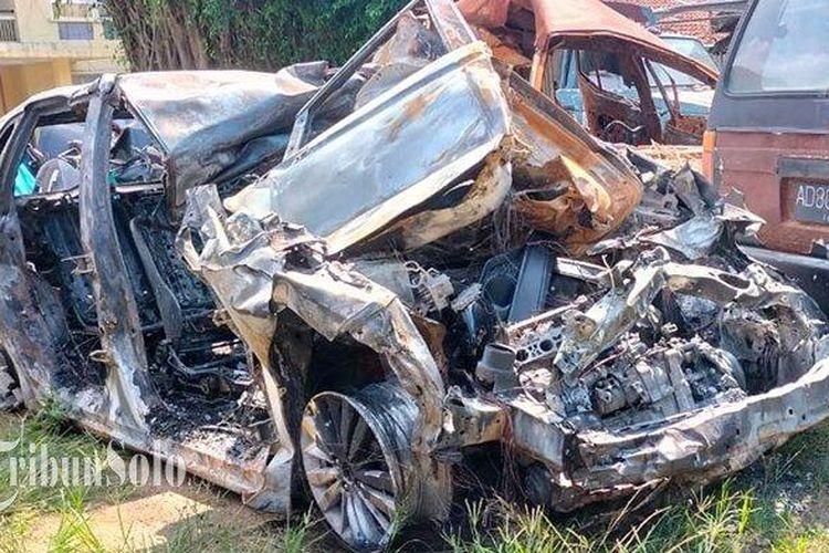 Honda Jazz yang Terbakar di Tol Sragen-Ngawi KM 542.400A, tepatnya di Dukuh Prandegan, RT 11, Desa Bumiaji, Kecamatan Gondang, Kabupaten Sragen.