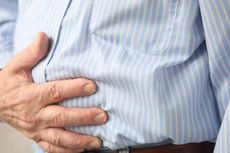 3 Cara Mengatasi Perut Begah Setelah Kebanyakan Makan