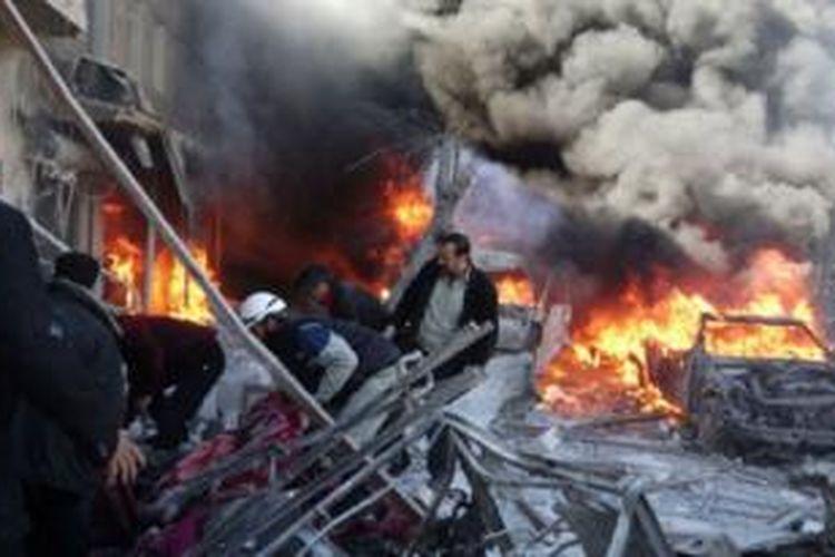 Helikopter pasukan pemerintah menjatuhkan drum-drum berisi bom.