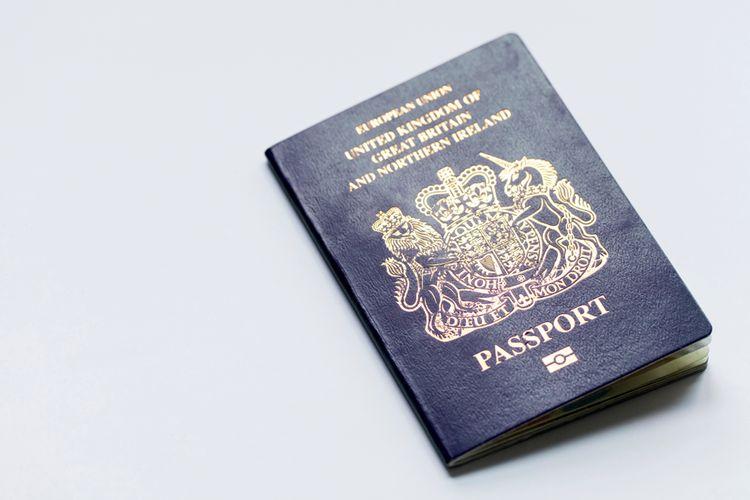 Ilustrasi paspor Inggris berwarna biru