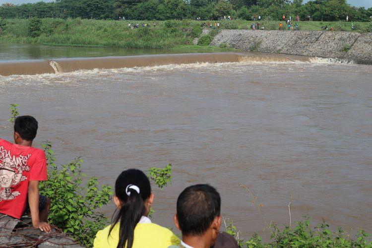 Lokasi perahu terbalik di sungai Brantas di wilayah Dusun Klaci, Desa Brodot, Kecamatan Bandar Kedungmulyo, Kabupaten Jombang, Jawa Timur.