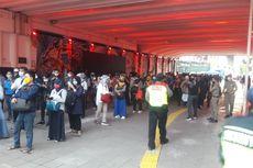 Penumpang Jaga Jarak, Antrean di Stasiun Sudirman Mengular Sampai ke Terowongan Kendal
