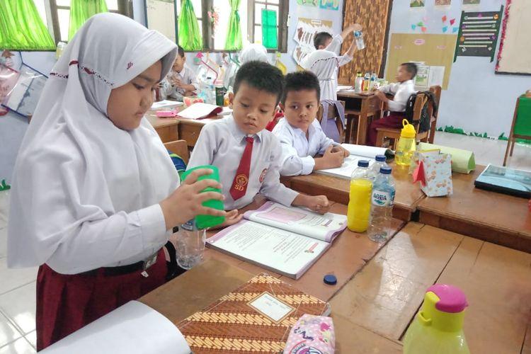 Keputusan pemerintah yang membuka kembali sekolah pada tahun 2021, menjadi sebuah tantangan bagi pengelola sekolah. Sekolah harus mempersiapkan pembelajaran tatap muka yang aman dan bermakna.