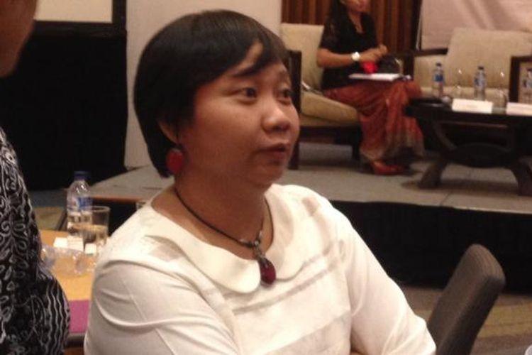 Direktur Eksekutif Migrant Care Anis Hidayah saat menghadiri seminar nasional Anti-Corruption and Democracy Outlook 2016: Bersama Melawan Korupsi, di Hotel Le Meridien, Jakarta, Selasa (15/3/2016).  Menurutnya, persoalan pelanggaran HAM yang dihadapi oleh buruh migran belum menjadi perhatian elit politik di tingkat ASEAN.