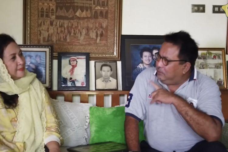 Rano Karno dan Yessy Gusman sedang berbincang-bincang. (Bidikan layar YouTube Rano Karno).
