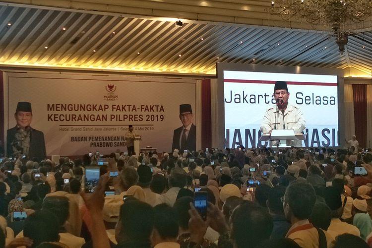 Calon presiden nomor urut 02 Prabowo Subianto saat berbicara dalam acara Mengungkap Fakta-Fakta Kecurangan Pilpres 2019 di Hotel Grand Sahid Jaya, Jakarta Pusat, Selasa (14/5/2019).