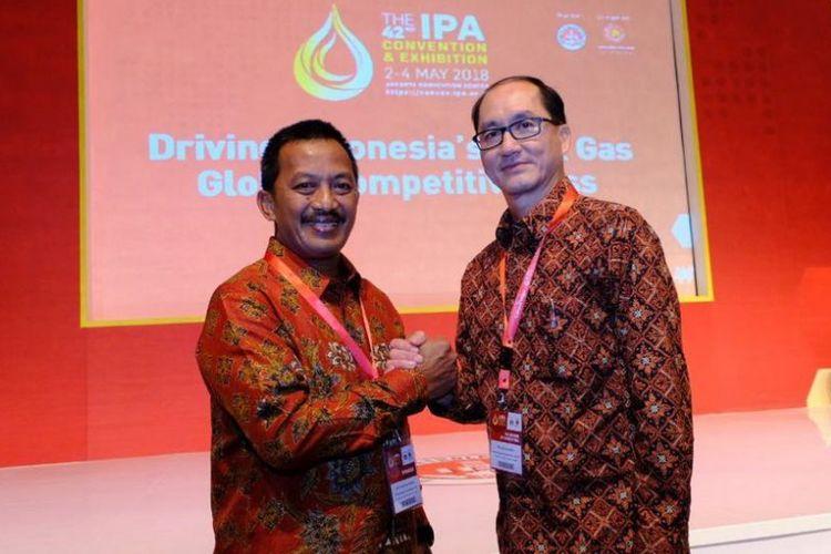 Penandatanganan Perjanjian Jual Beli Gas (PJBG) dilakukan antara Direktur Utama PGN Jobi Triananda Hasjim (kiri) dan Direktur Utama Medco E&P Ronald Gunawan (kanan) di sela-sela acara Indonesia Petroleum Association (IPA) di Jakarta.