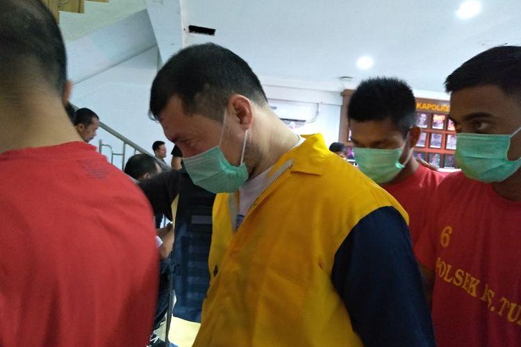 Osman Bun Mukiban (45) ditangkap polisi di sebuah hotel di Medan. Warga Malaysia ini ditangkap karena hendak bertransaksi sabu-sabu di Medan. Dari penggeledahan terhadap Osman, polisi menyita 1 kg sabu-sabu.