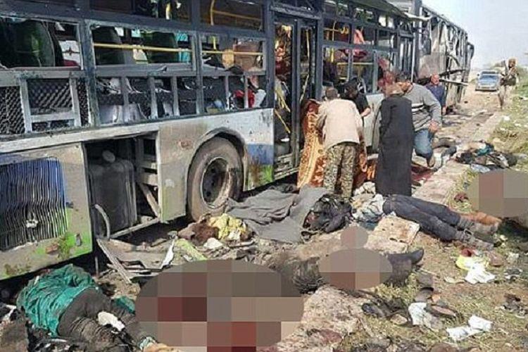 Kondisi para korban setelah bus yang mengangkut para pengungsi dari Fuaa dan Kafraya, Aleppo, Suriah utara diserang bom bunuh diri. Setidaknya 128 orang tewas dalam serangan pada Sabtu (15/4/2017) itu.