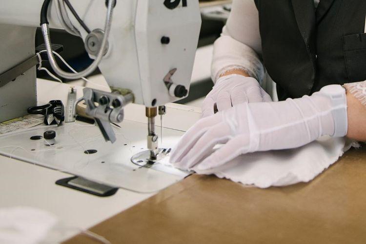 Louis Vuitton berencana memproduksi ratusan ribu masker non-bedah setiap minggunya untuk disalurkan ke sejumlah rumah sakit di Paris.