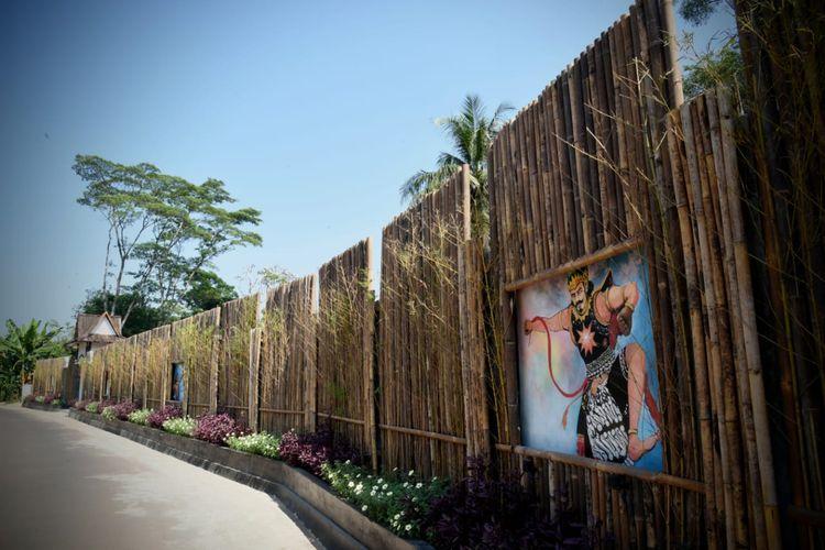 Gambar Gatot Kaca menghiasi pemakaman umum di Lembur Pakuan, Kecamatan Dawuan, Subang.