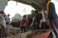 Hujan Deras, Rumah Warga di Tulungagung Jebol Tertimpa Longsoran Tebing