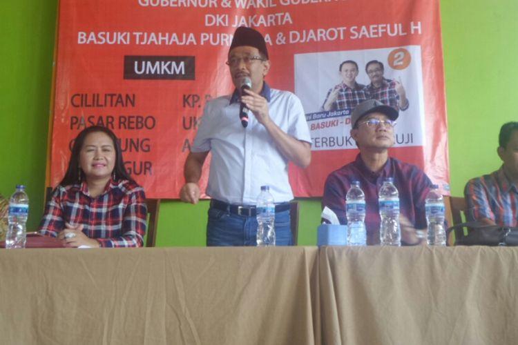 Bupati Ngawi Budi Sulistyono, Ketua DPRD Ngawi Dwi Rianto Jatmiko, dan Bupati Tulangbawang terpilih Winarti menemani cawagub DKI Djarot Saiful Hidayat berkampanye di Pasar Rebo, Senin (27/3/2017).