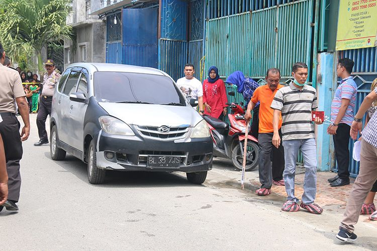 Tim Satuan Reskrim Polresta Banda Aceh menggelar prarekonstruksi kasus pembunuhan sadis terhadap satu keluarga yang terjadi Jum?at (5/1/2017) di kawasan Desa Gampong Mulia, Kecamatan Kuta Alam, Banda Aceh, Rabu (25/01/18).