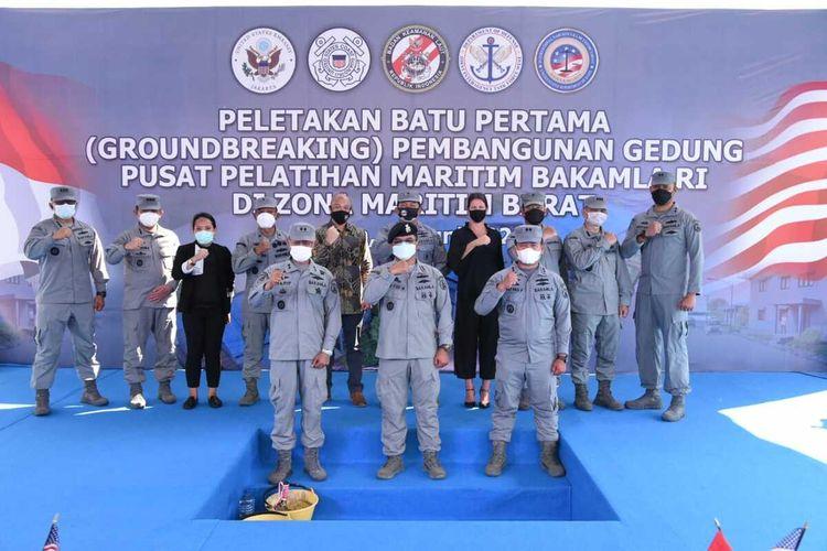 Pusat pelatihan senilai $3,5 juta dolar ini, tidak saja kerjasama antara Indonesia dan AS, melainkan juga merupakan upaya kolaborasi antara Bakamla RI, US Coast Guard, Kantor Urusan Narkotika dan Penegakan Hukum Internasional (INL) Kedutaan Besar AS, Satuan Tugas Antar Badan Gabungan Barat (Joint Interagency Task Force West) dan Komando Indo-Pasifik AS.