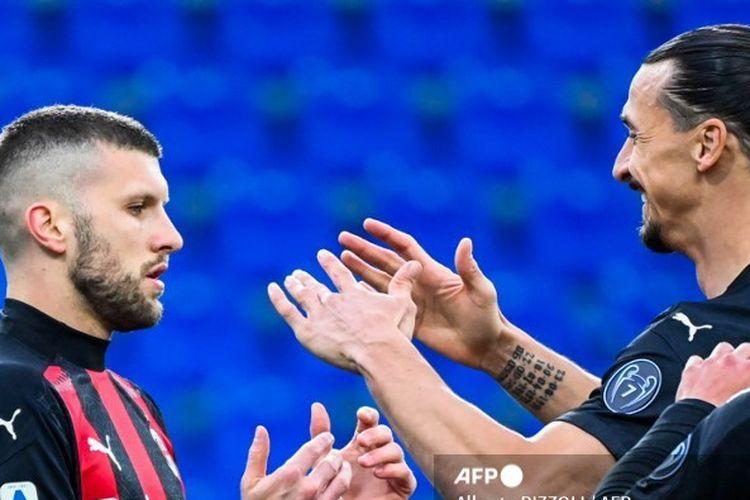 Ante Rebic berselebrasi bersama Zlatan Ibrahimovic pada laga Parma vs AC Milan di pekan ke-30 Liga Italia yang berlangsung di Stadion Ennio-Tardini, Parma, 10 Aprik 2021.