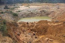 Bertahan Melawan Penambangan Emas Ilegal, Warga Hutan Desa Lubuk Bedorong Jambi Sampai Bakar Alat Berat Pelaku