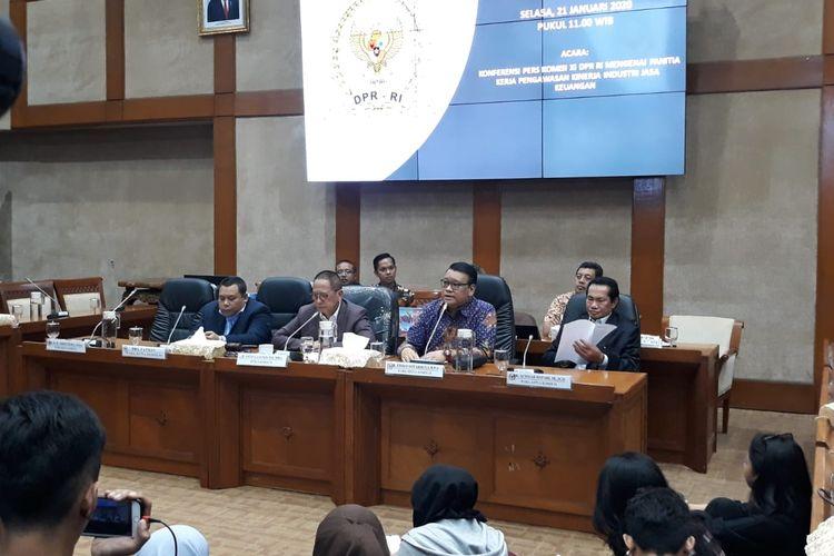 Konferensi pers Komisi XI di DPR, Senayan, Jakarta, Selasa (21/1/2020).