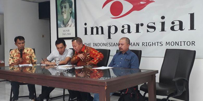 Diskusi yang mengangkat tema Urgensi Revisi UU Ormas di kantor Imparsial, di kawasan Tebet Dalam, Jakarta Selatan, Senin (20/11/2017).