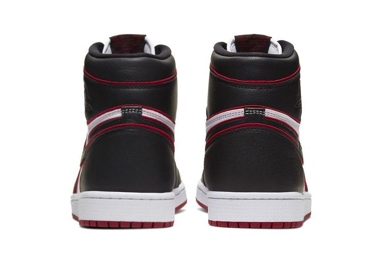 Air Jordan 1 Retro High OG Bloodline.