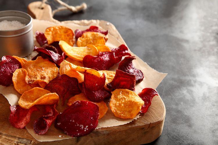 Ilustrasi keripik ubi yang renyah dan sehat.