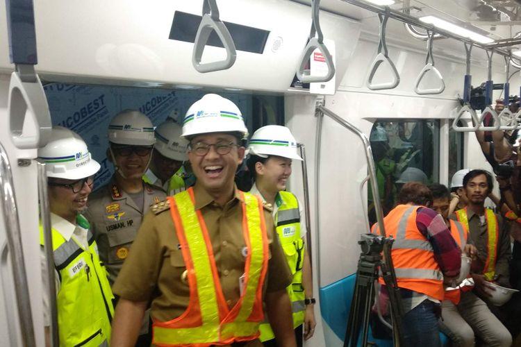 Gubernur DKI Jakarta Anies Baswedan mengajak wartawan Balai Kota menjajal moda raya terpadu (MRT), Senin (10/12/2018).