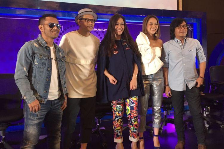 Para juri  memberikan keterangan pers tentang Indonesian Idol 2017 atau musim kesembilan di MNC Tower I, Kebon Jeruk, Jakarta Barat, Senin (9/10/2017).