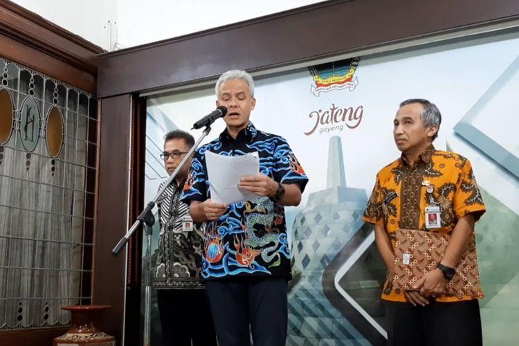 Gubernur Jawa Tengah Ganjar Pranowo saat konferensi pers di Puri Gedeh Semarang, Jumat (13/3/2020)?