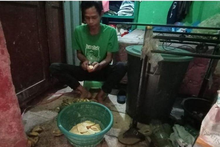 Yusuf, warga Lopang, Serang, Banten mengaku belum pernah mendapatkan bansos sepanjang tiga pekan PPKM darurat.