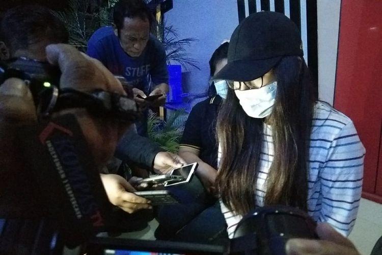 PA, perempuan yang diamankan dalam penggerebekan praktik prostitusi di Kota Batu, Jawa Timur.