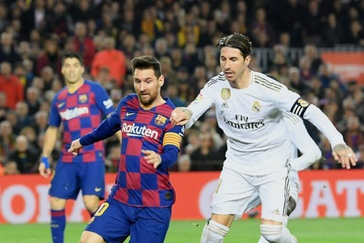 Lionel Messi dan Sergio Ramos terlibat duel dalam laga Barcelona vs Real Madrid di Stadion Camp Nou, Rabu (18/12/2019) atau Kamis dini hari WIB.