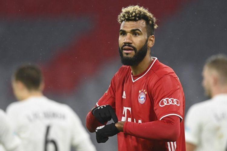 Penyerang Bayern Munich asal Kamerun Eric Maxim Choupo-Moting memberi isyarat saat pertandingan sepak bola putaran pertama Piala Jerman (DFB Pokal) 1. FC Dueren vs FC Bayern Munich di Munich, Jerman bagian selatan, pada 15 Oktober 2020.