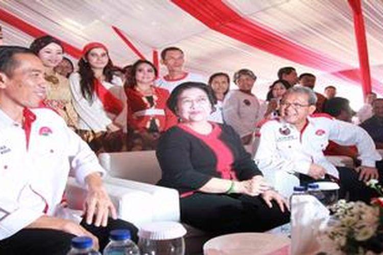 Ketua Umum DPP PDI Perjuangan Megawati Soekarnoputri didampingi Rokhmin Dahuri (kanan) dan Gubernur DKI Jakarta Joko Widodo, beberapa waktu lalu.