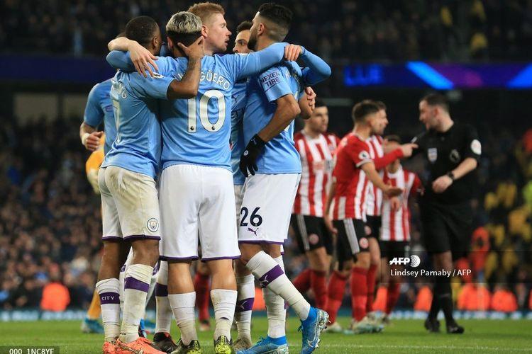 Para pemain Manchester City merayakan gol Sergio Aguero ke gawang Sheffield United pada laga Liga Inggris di Stadion Etihad, Senin (30/12/2019) dini hari WIB.