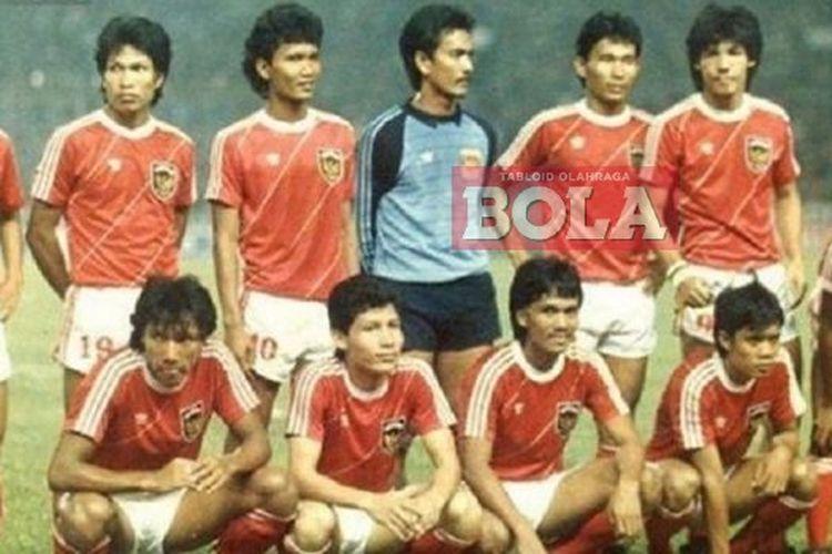 Ricky Yacobi (berdiri, paling kanan) saat tergabung dalam timnas Indonesia yang berlaga di SEA Games XIV di Jakarta pada September 1987