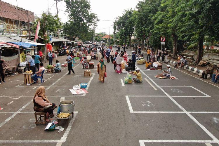 Suasana Pasar Pegirian, Surabaya, yang telah dibuat menyesuaikan protokol kesehatan Covid-19.