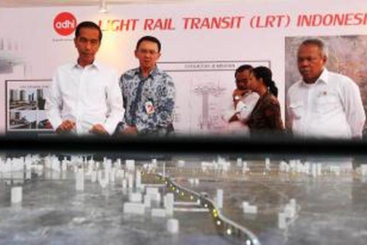 Presiden Joko Widodo saat peletakan batu pertama proyek sistem transportasi kereta ringan (light rail transit/LRT) Jabodetabek di kawasan Taman Mini Indonesia Indah, Jakarta, Rabu (9/9/2015).